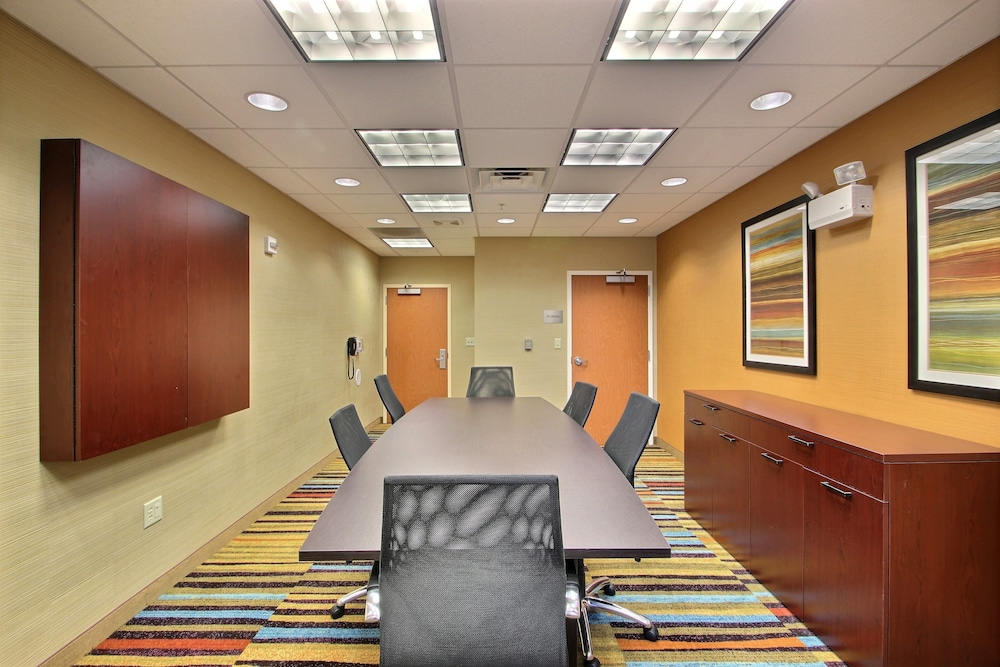 Meeting Facility, Fairfield Inn & Suites by Marriott Milwaukee Airport