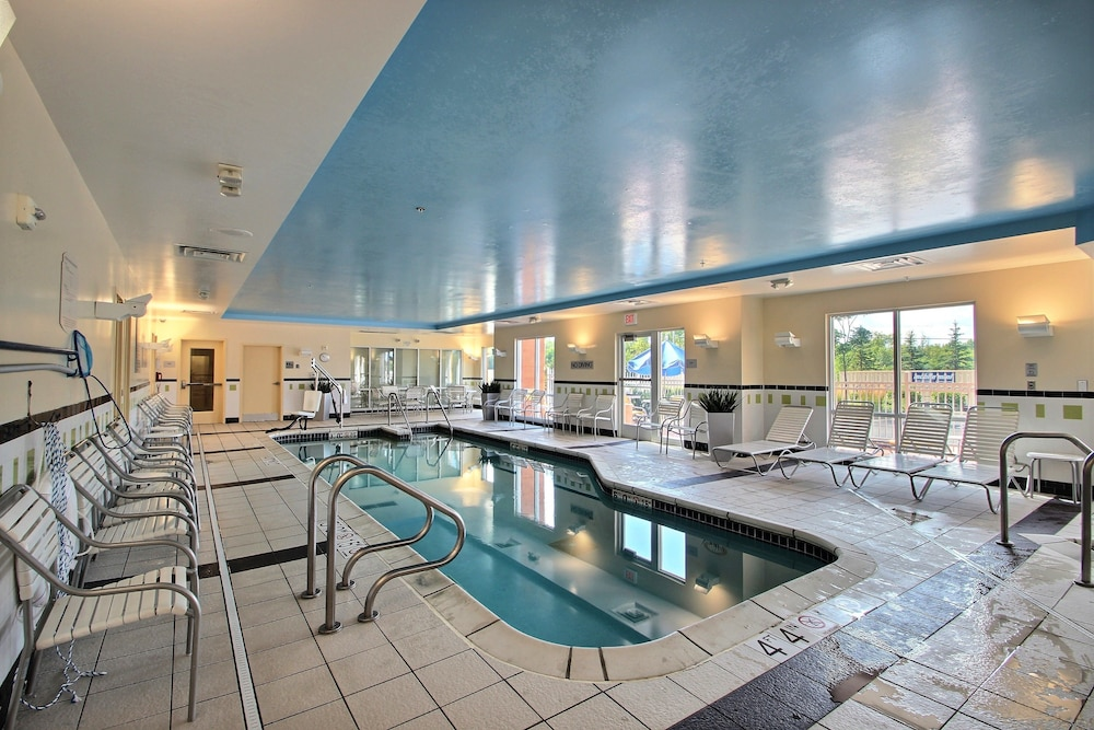 Indoor Pool, Fairfield Inn & Suites by Marriott Milwaukee Airport
