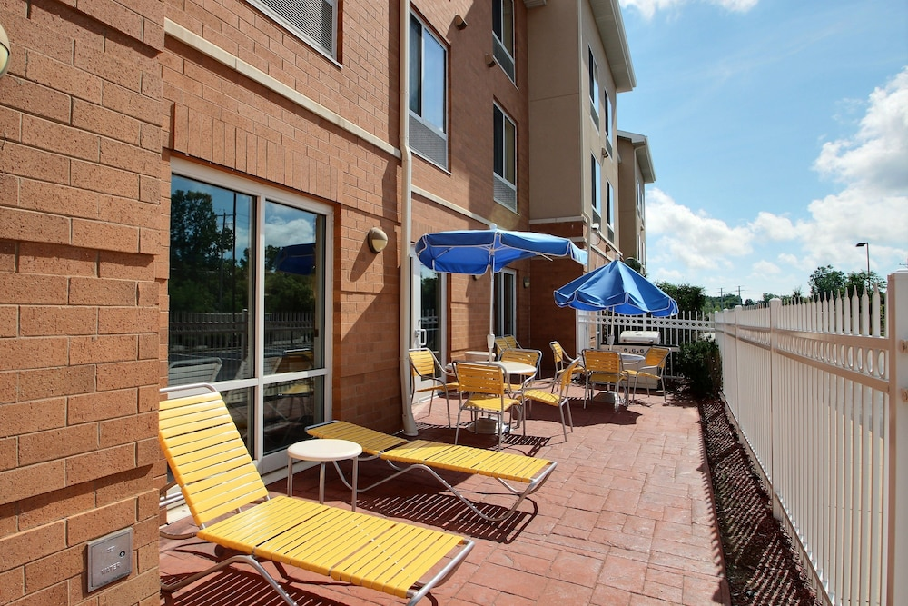 Terrace/Patio, Fairfield Inn & Suites by Marriott Milwaukee Airport