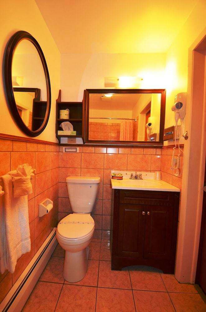 Bathroom, Williamstown Motel