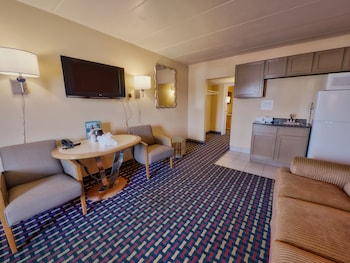 Deluxe Suite, 2 Queen Beds, Non Smoking - Guestroom