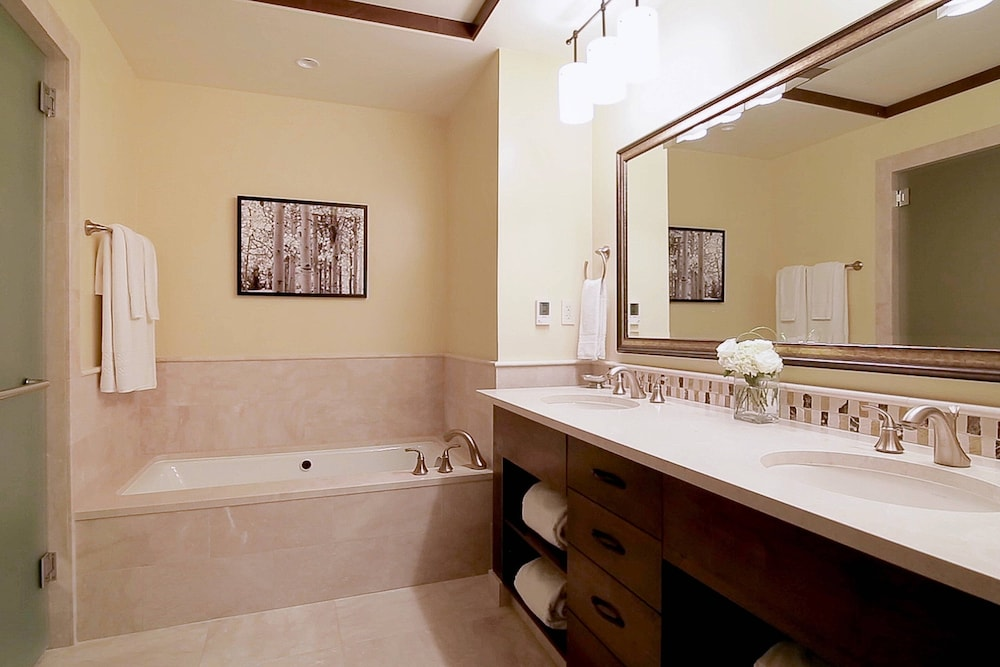 Bathroom, The Ritz-Carlton, Lake Tahoe