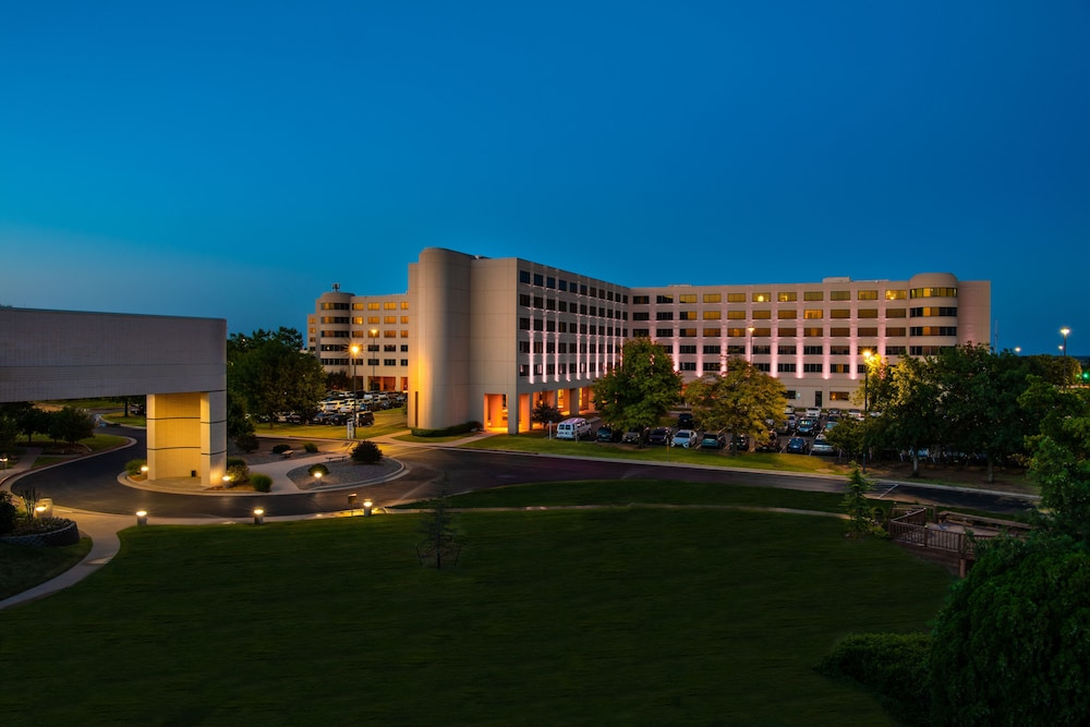 Front of Property - Evening/Night, NCED Conference Center & Hotel