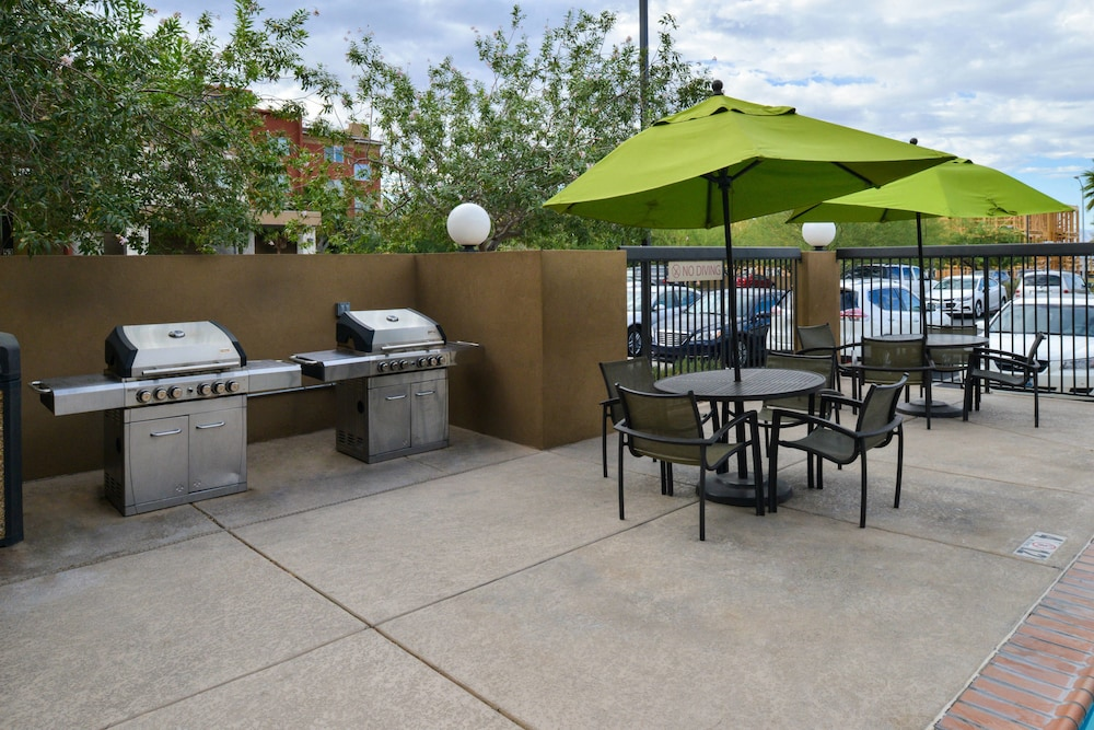 BBQ/Picnic Area, TownePlace Suites by Marriott Las Vegas Henderson