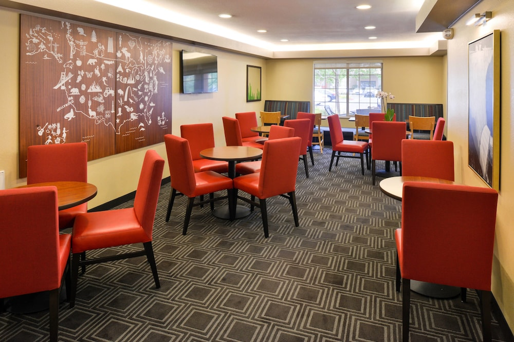 Breakfast Area, TownePlace Suites by Marriott Las Vegas Henderson