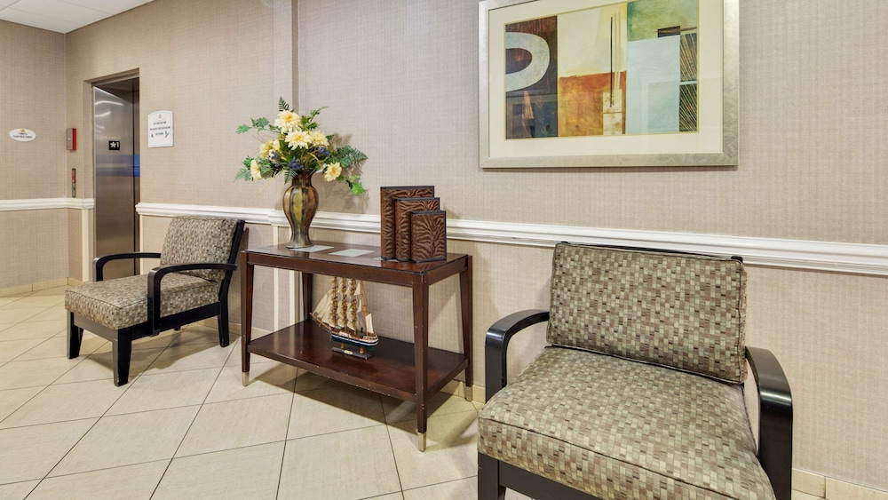Lobby, Best Western Plus Brunswick Inn & Suites