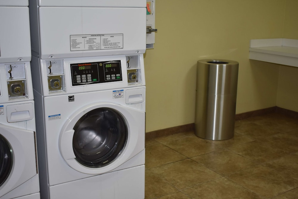 Laundry Room, Best Western Plus Brunswick Inn & Suites