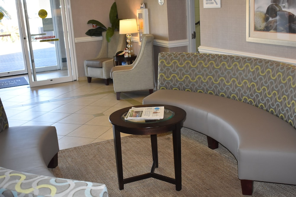 Interior Entrance, Best Western Plus Brunswick Inn & Suites