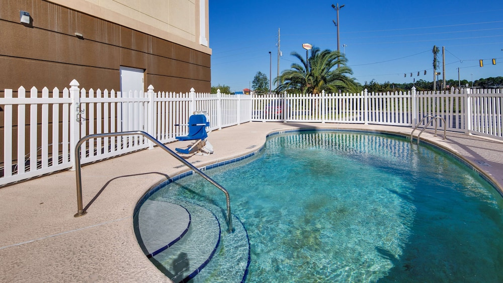 Pool, Best Western Plus Brunswick Inn & Suites