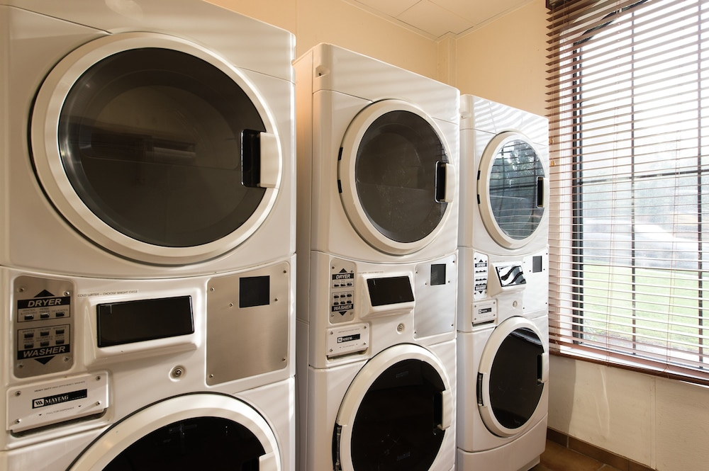 Laundry Room, Staybridge Suites North Charleston