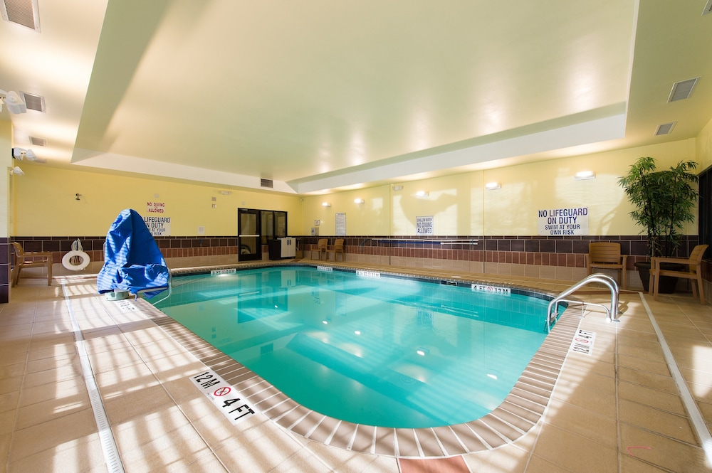 Pool, Staybridge Suites North Charleston