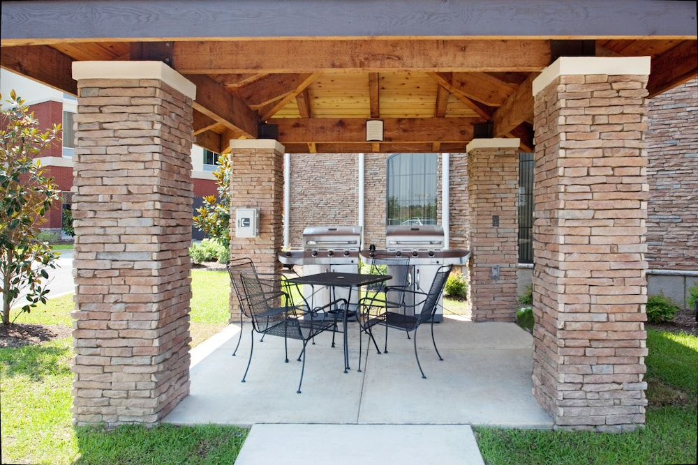 BBQ/Picnic Area, Staybridge Suites North Charleston