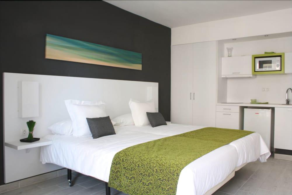 Aparthotel Kn Columbus (Tenerife, Spain) | Expedia