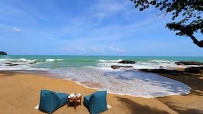 บนชายหาด, ผ้าเช็ดตัวชายหาด, บาร์ริมหาด