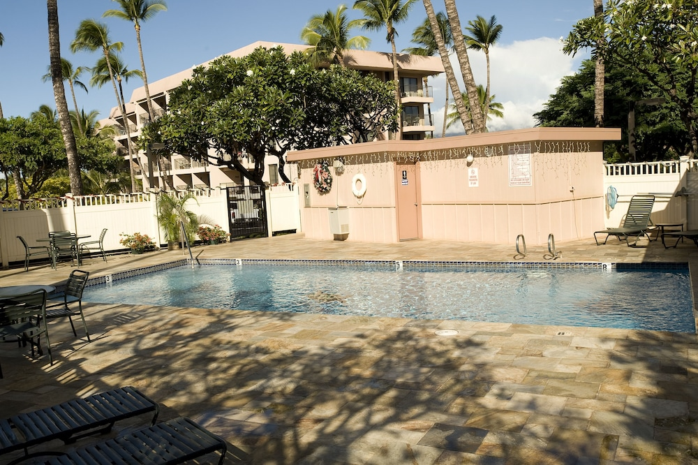 Outdoor Pool, Kihei Akahi by CRH