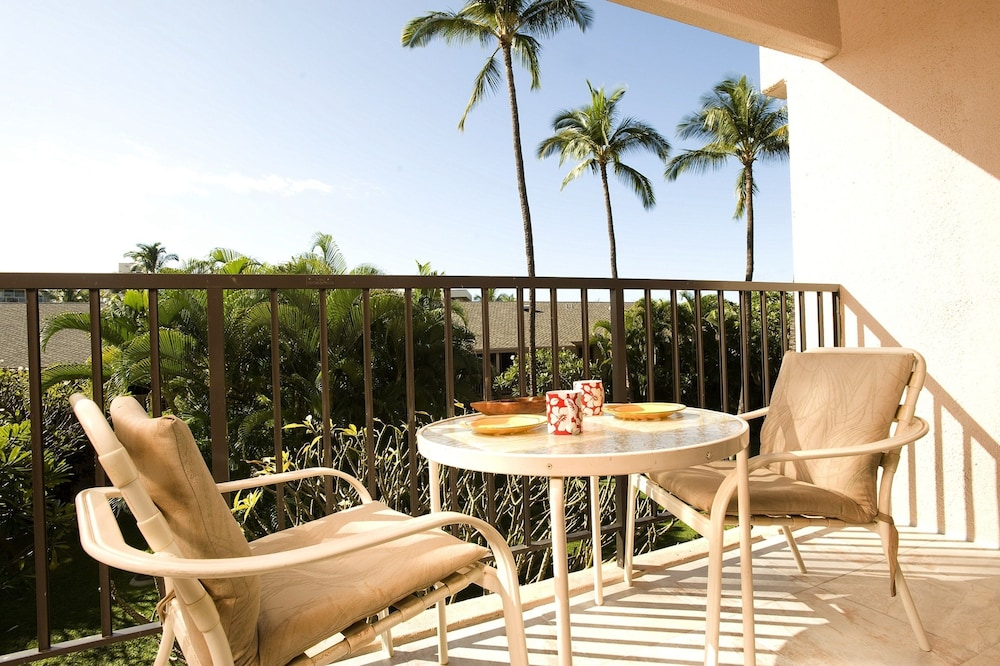 Terrace/Patio, Kihei Akahi by CRH
