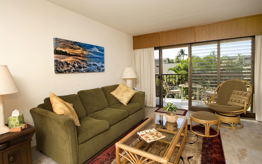 Living Room, Kihei Akahi by CRH