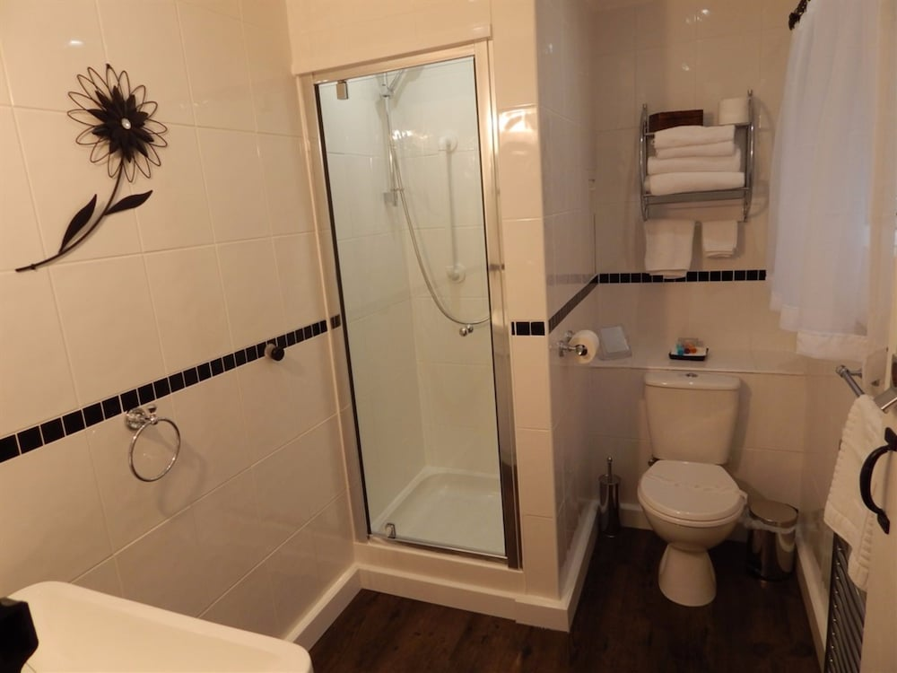Book 3 norfolk square guest house great yarmouth hotel for Z gallerie bathroom guest book