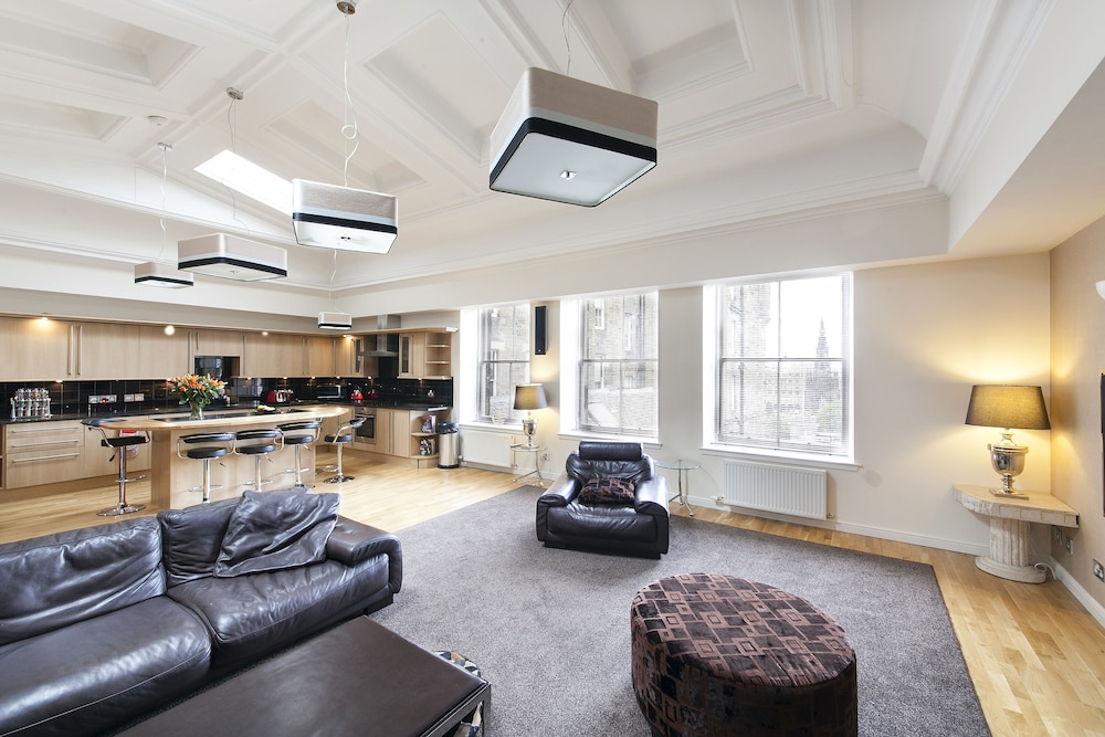 Luxury Penthouse, 2 Bedrooms, Ensuite, City View - Featured Image