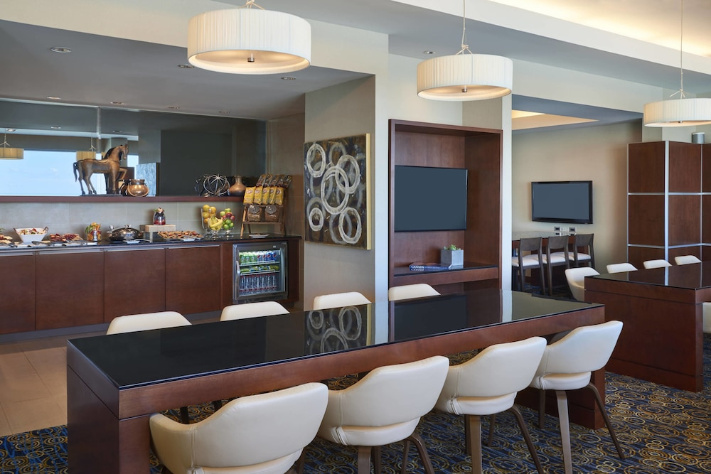 Executive Lounge, Montreal Airport Marriott In-Terminal Hotel