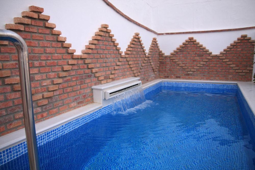 Book casa ba os de la villa priego de cordoba hotel deals for Hotel rio piscina priego de cordoba