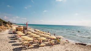 Spiaggia privata nelle vicinanze, sabbia bianca, ombrelloni