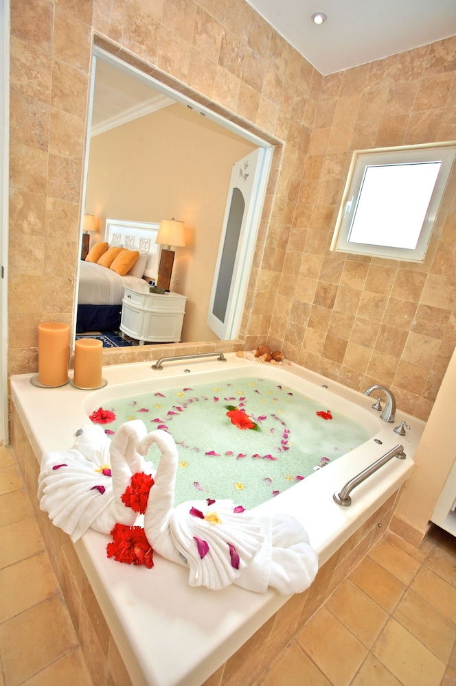Deep Soaking Bathtub, Pueblo Bonito Emerald Luxury Villas & Spa - All Inclusive