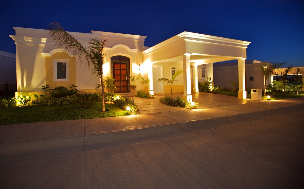 Exterior, Pueblo Bonito Emerald Luxury Villas & Spa - All Inclusive