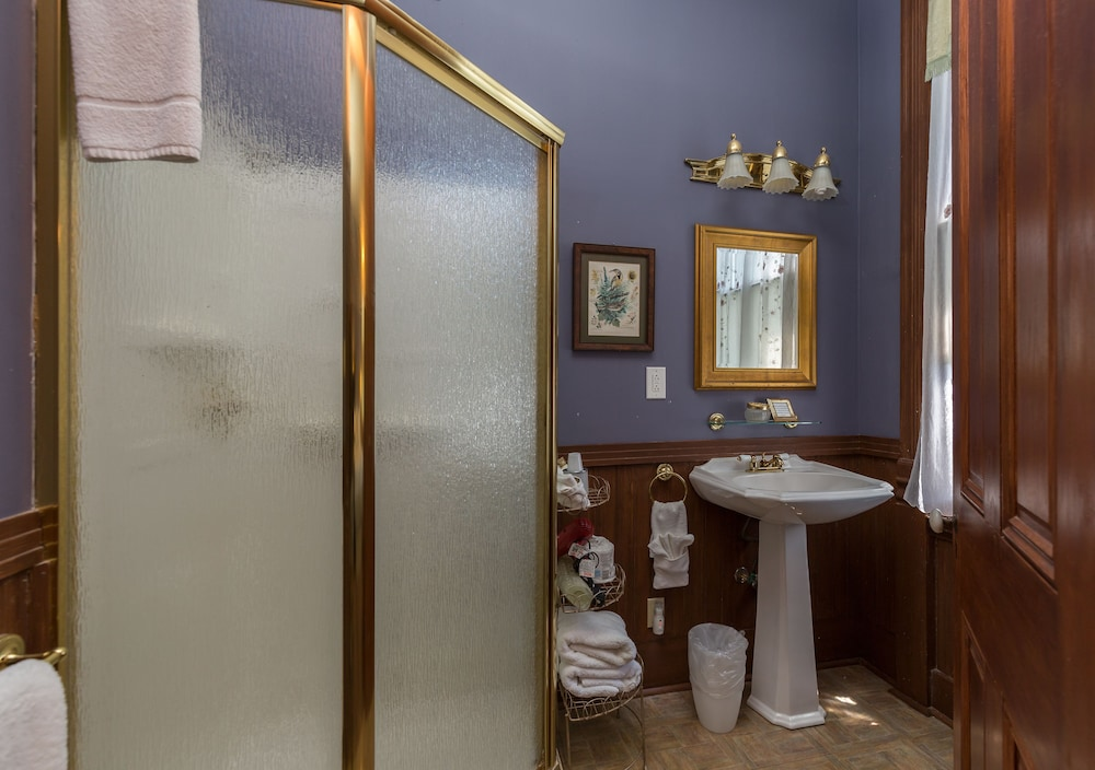 Bathroom, Coppersmith Inn Bed and Breakfast