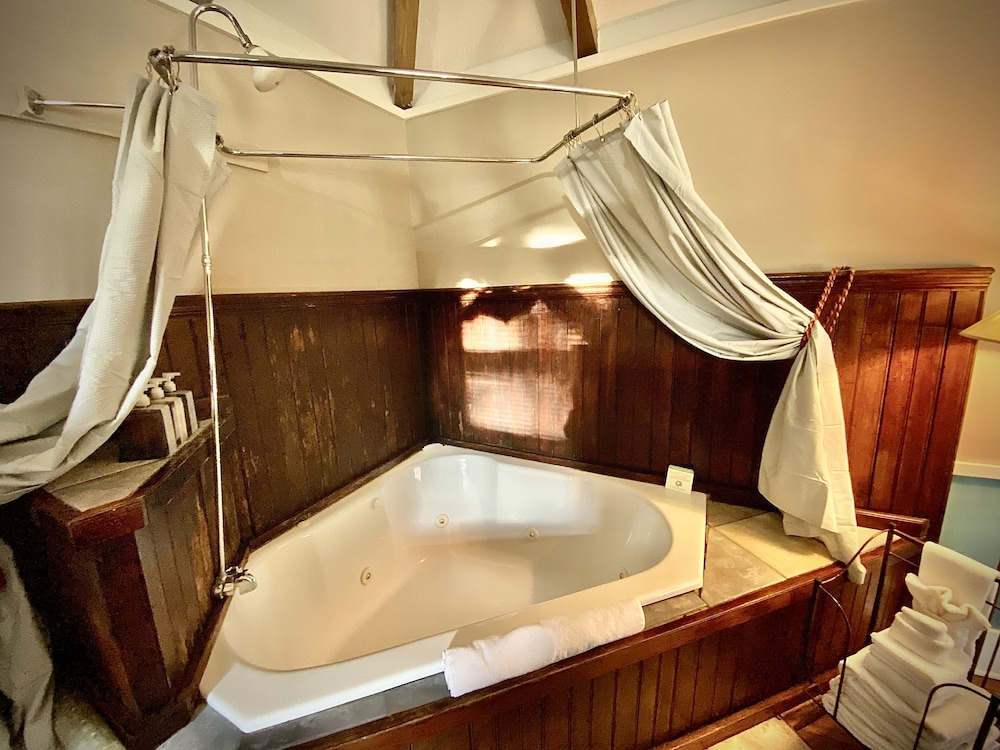Deep Soaking Bathtub, Coppersmith Inn Bed and Breakfast