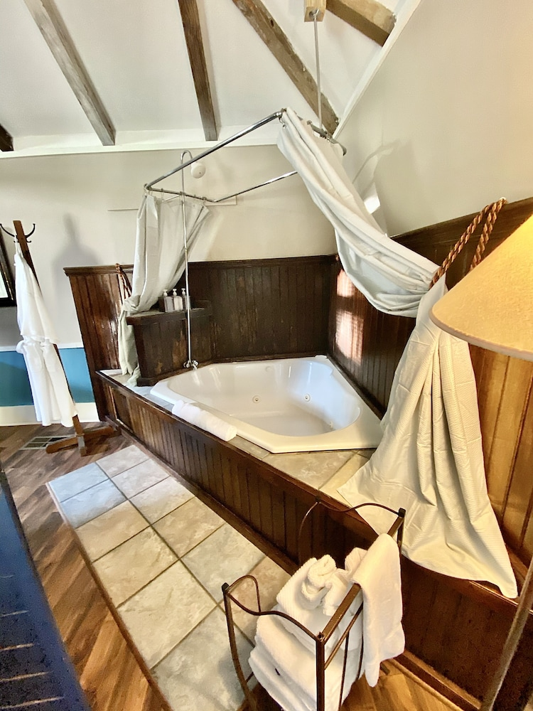 Private Spa Tub, Coppersmith Inn Bed and Breakfast