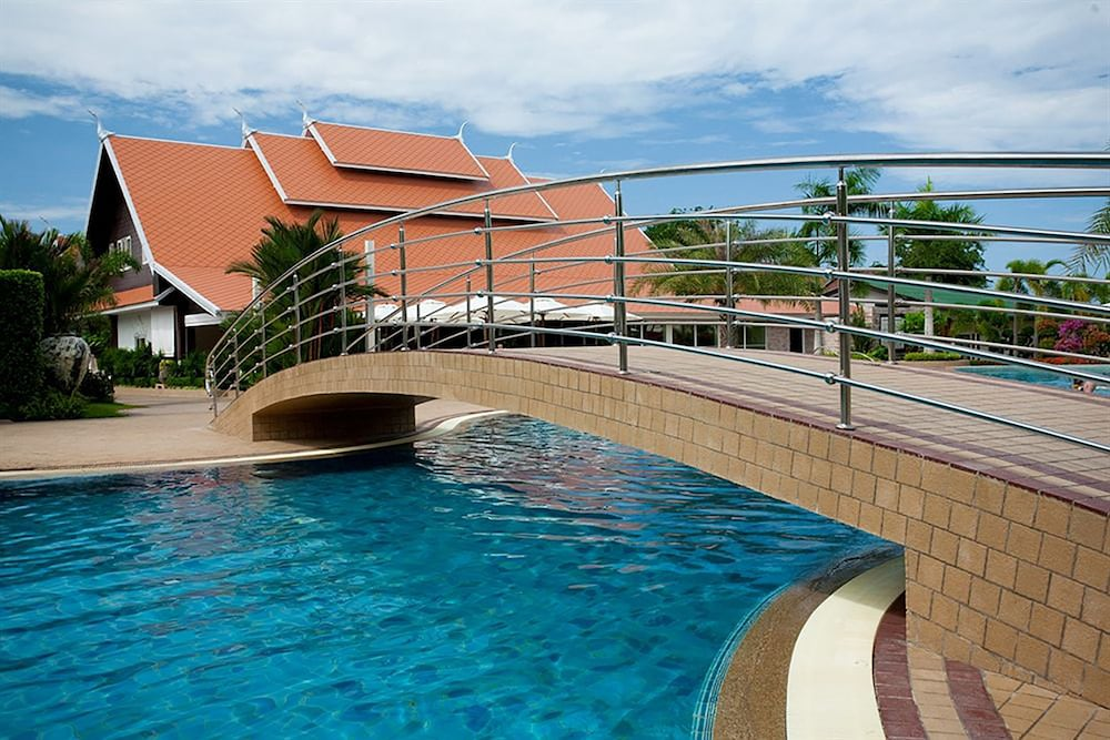 Thai garden resort in pattaya hotel rates reviews on for Pool garden resort argao