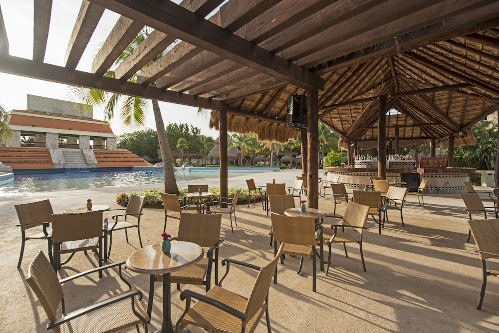 Poolside Bar, Iberostar Selection Paraiso Lindo All Inclusive