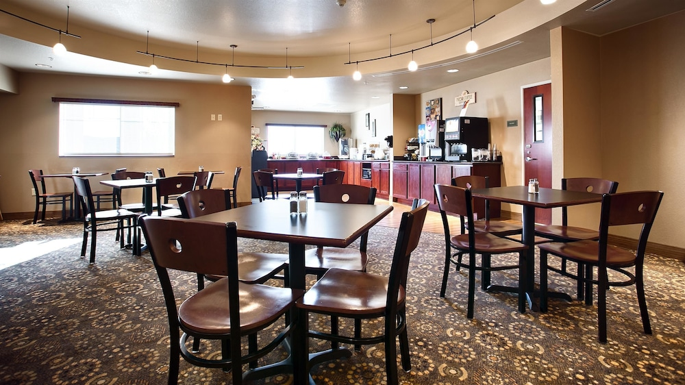Breakfast Area, Best Western Plus Fossil Country Inn & Suites