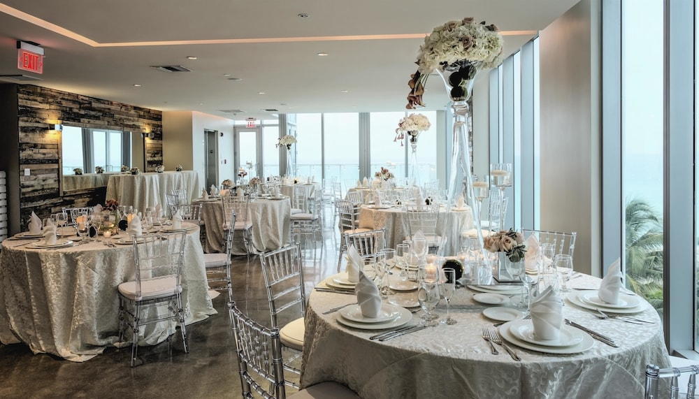Indoor Wedding, Solé Miami, A Noble House Resort