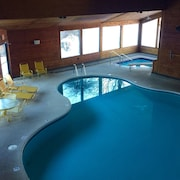 Michigan Hotels With An Outdoor Pool Book A Hotel Room At
