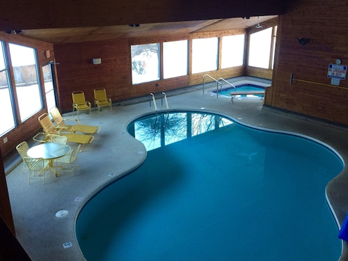Search hundreds of travel sites at once for hotels in Petoskey