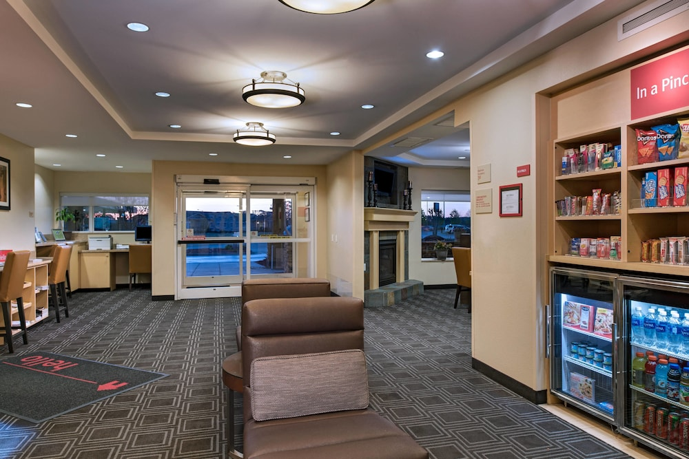 Lobby, TownePlace Suites Fayetteville Cross Creek