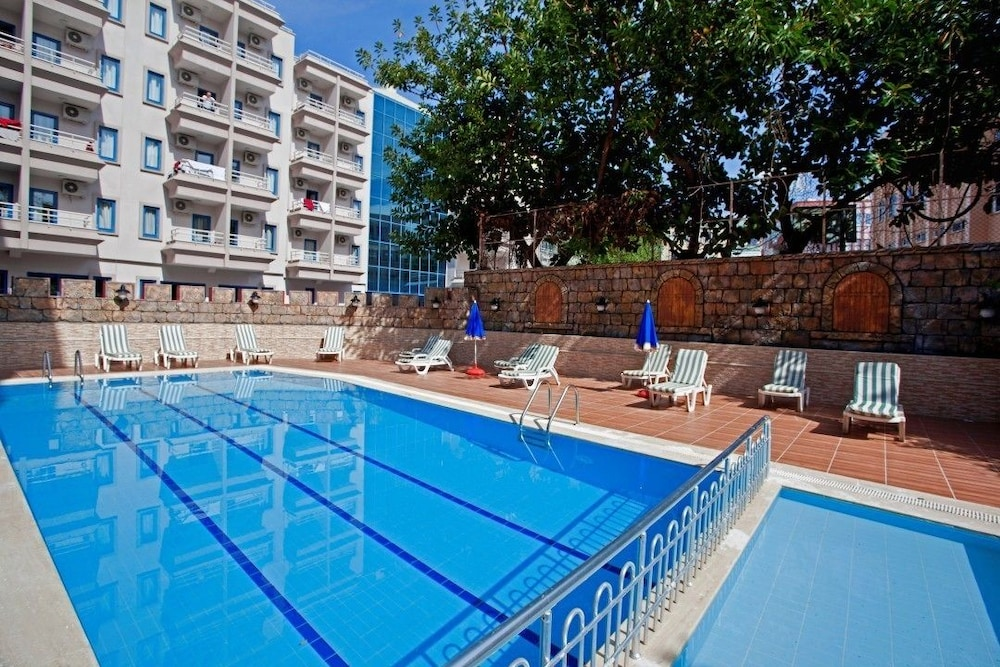 Outdoor Pool, Diamore Hotel