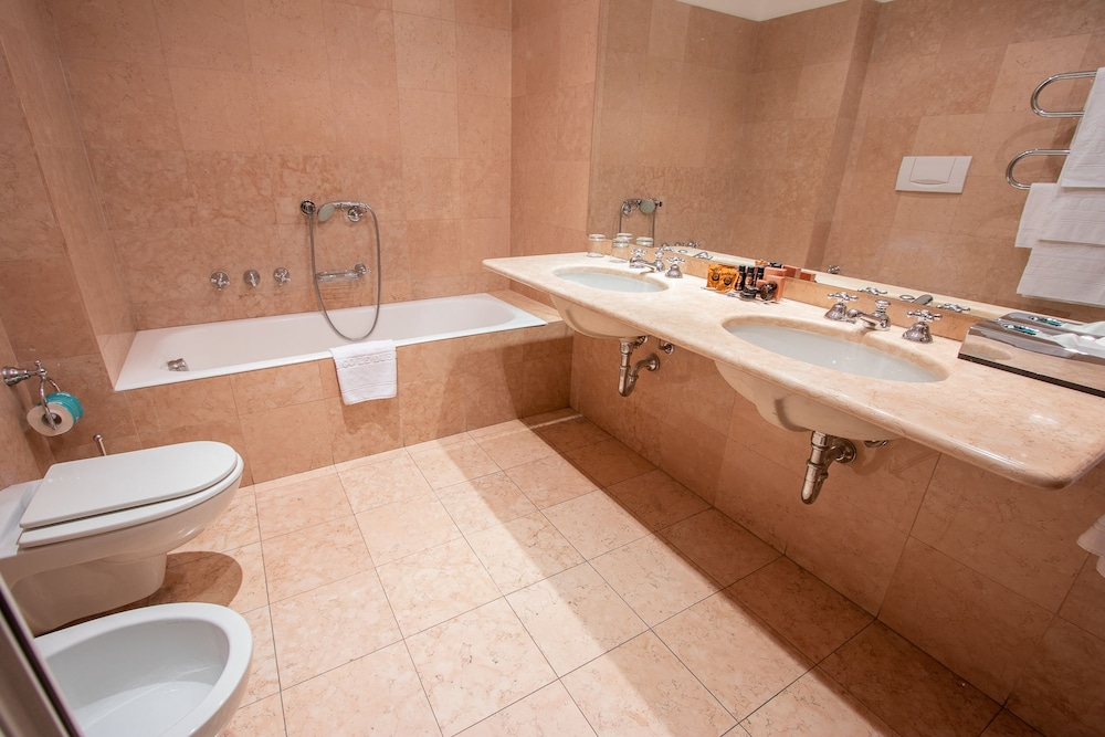 Bathroom, Albergo Le Due Corti