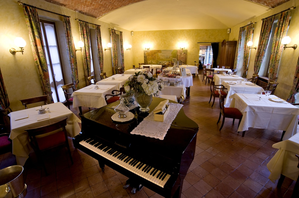 Food Court, Albergo Le Due Corti