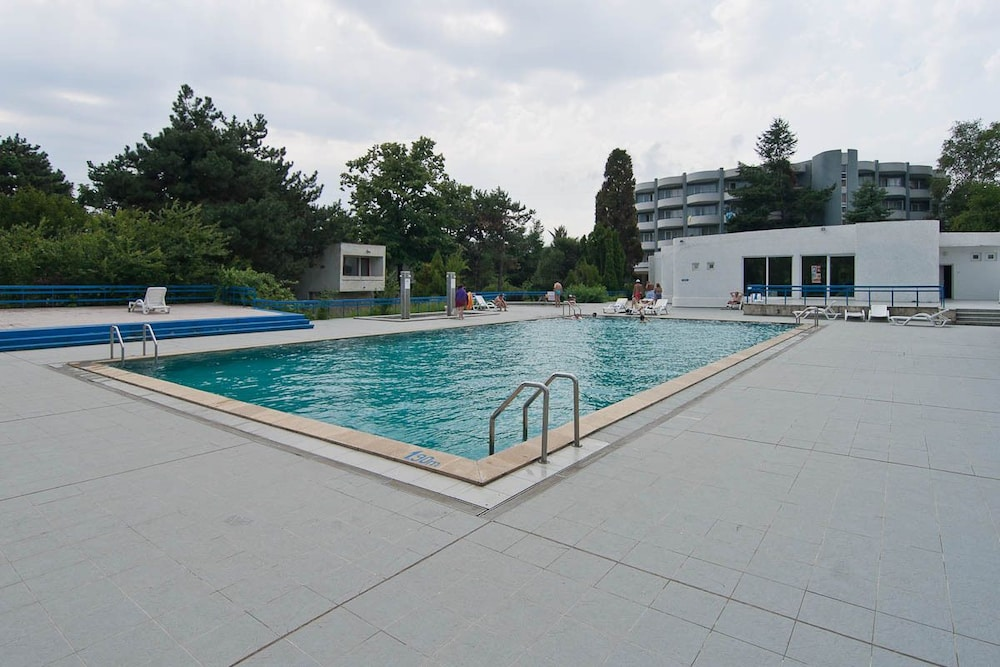 Outdoor Pool, Hotel Raluca
