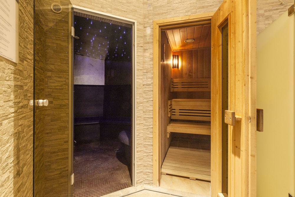 Steam Room, Hotel Kings Court