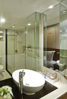 Deluxe Room, 1 Double or 2 Twin Beds - Bathroom