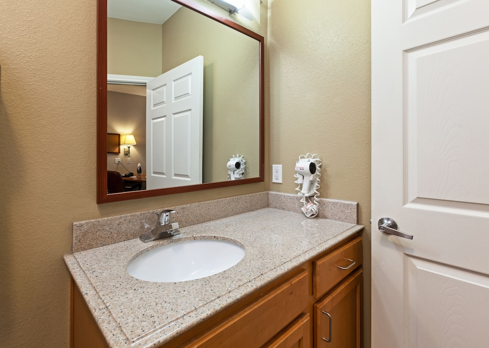 Bathroom, Candlewood Suites Hotel Texas City
