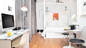 高級寢具、羽絨被、保險箱、設計每間自成一格