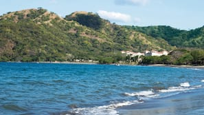 Ubicación a pie de playa, tumbonas, toallas de playa y submarinismo