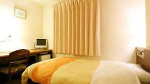 羽絨被、特厚豪華床墊、書桌、窗簾