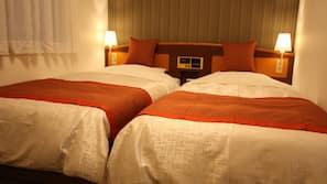 ผ้านวมขนเป็ด, เตียงพร้อมฟูกเสริมที่นอน, โต๊ะทำงาน, ผ้าม่านกันแสง