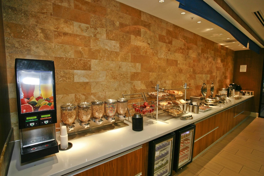 Breakfast Area, Springhill Suites by Marriott Temecula Wine Country